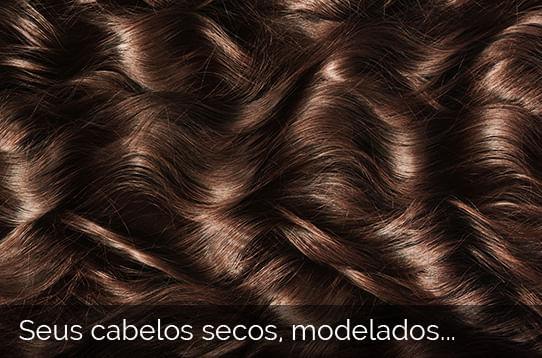 Seus cabelos secos, modelados...